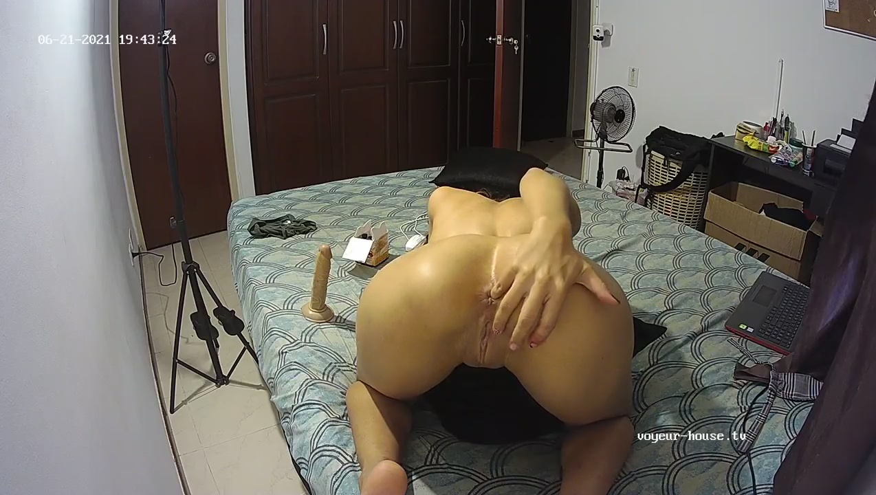 Guest girl play with ass and toy for long time Jun 22 2021