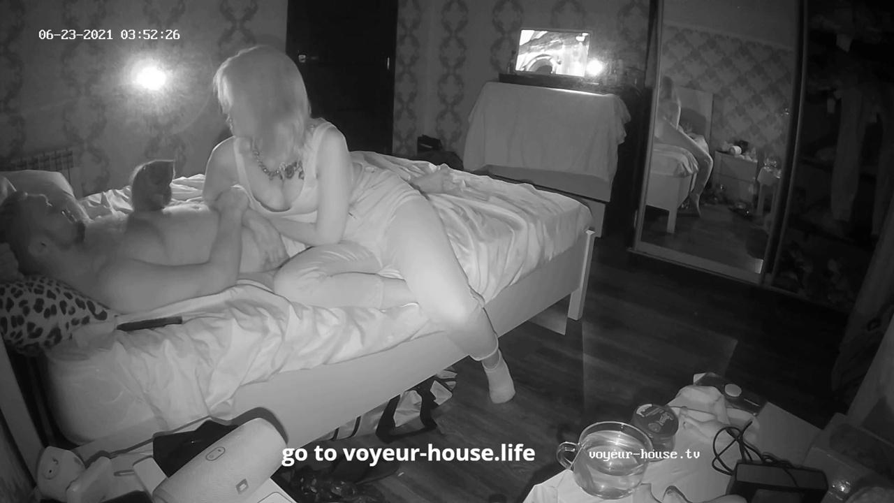 Scott and other guest girlfriend secret handjob fast undercover in Bedroom Jun 23 2021