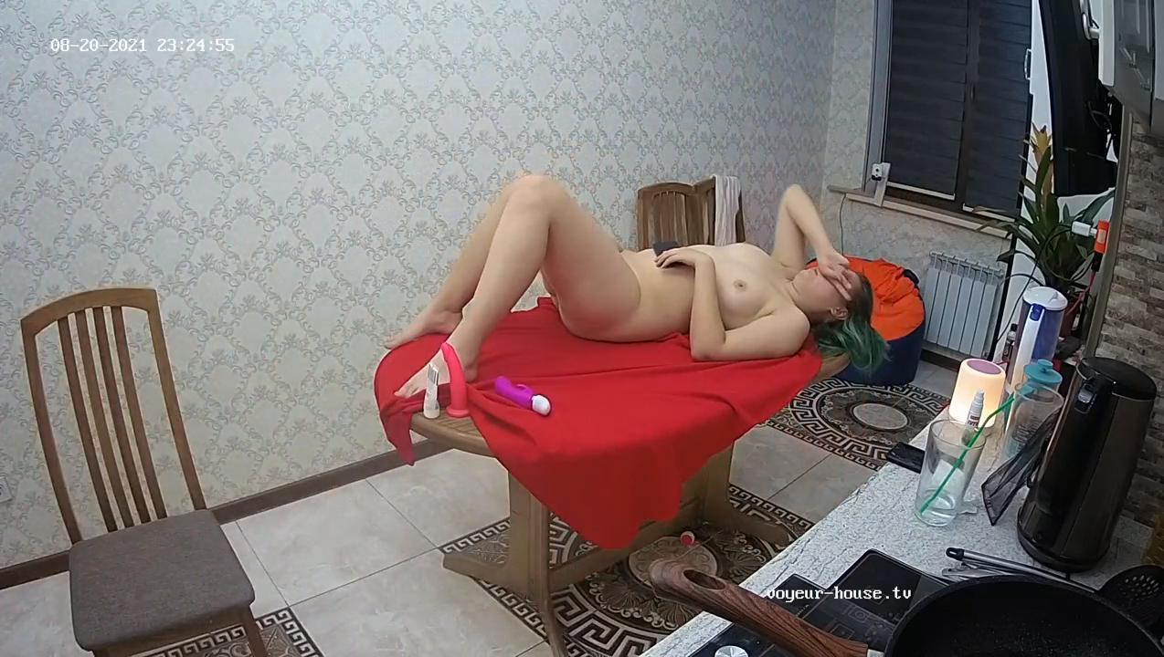 Montana Eva kitchen massage girl play 20Aug21 cam 2