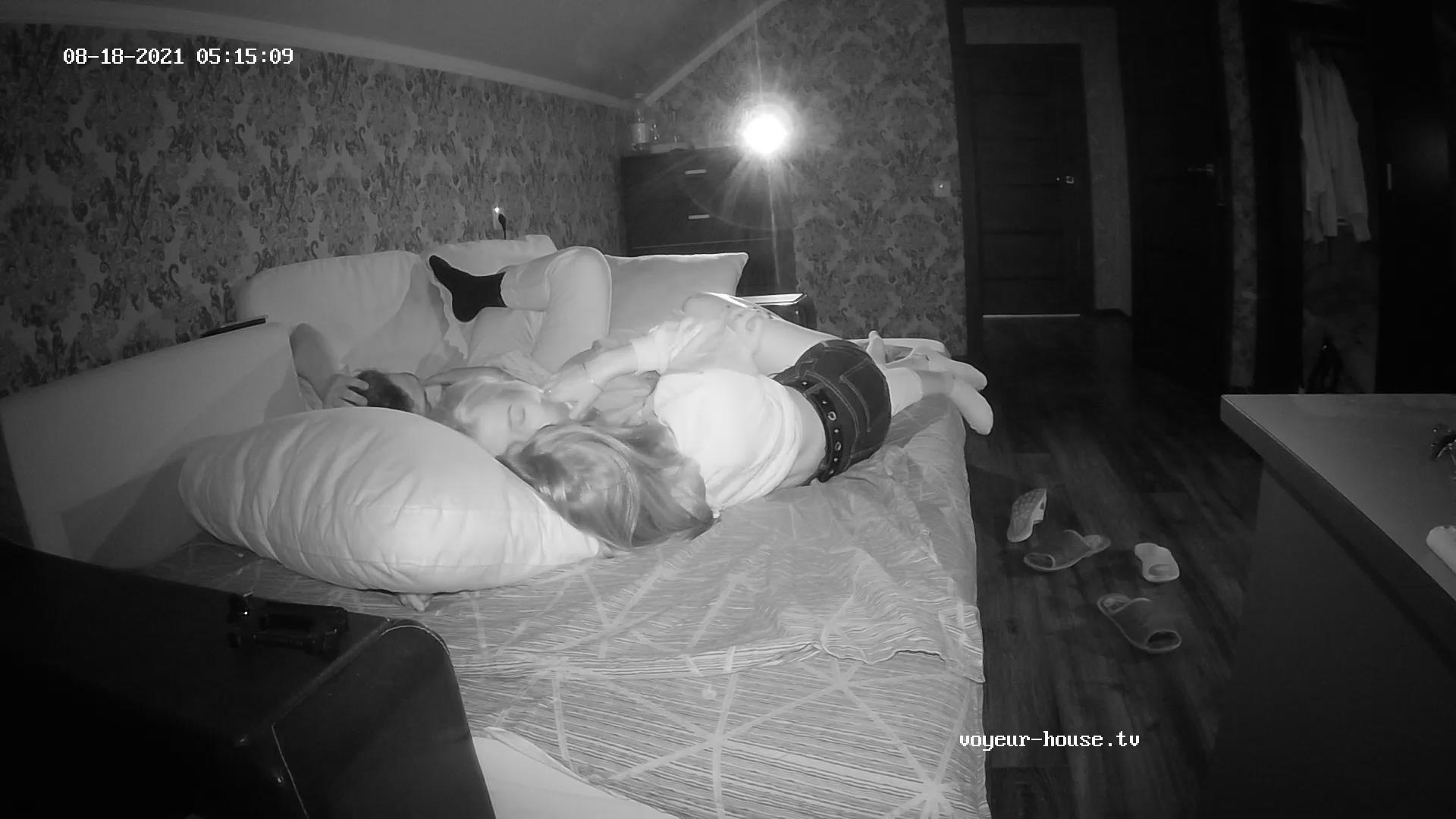 Guest girls make out Aug 18 cam 1