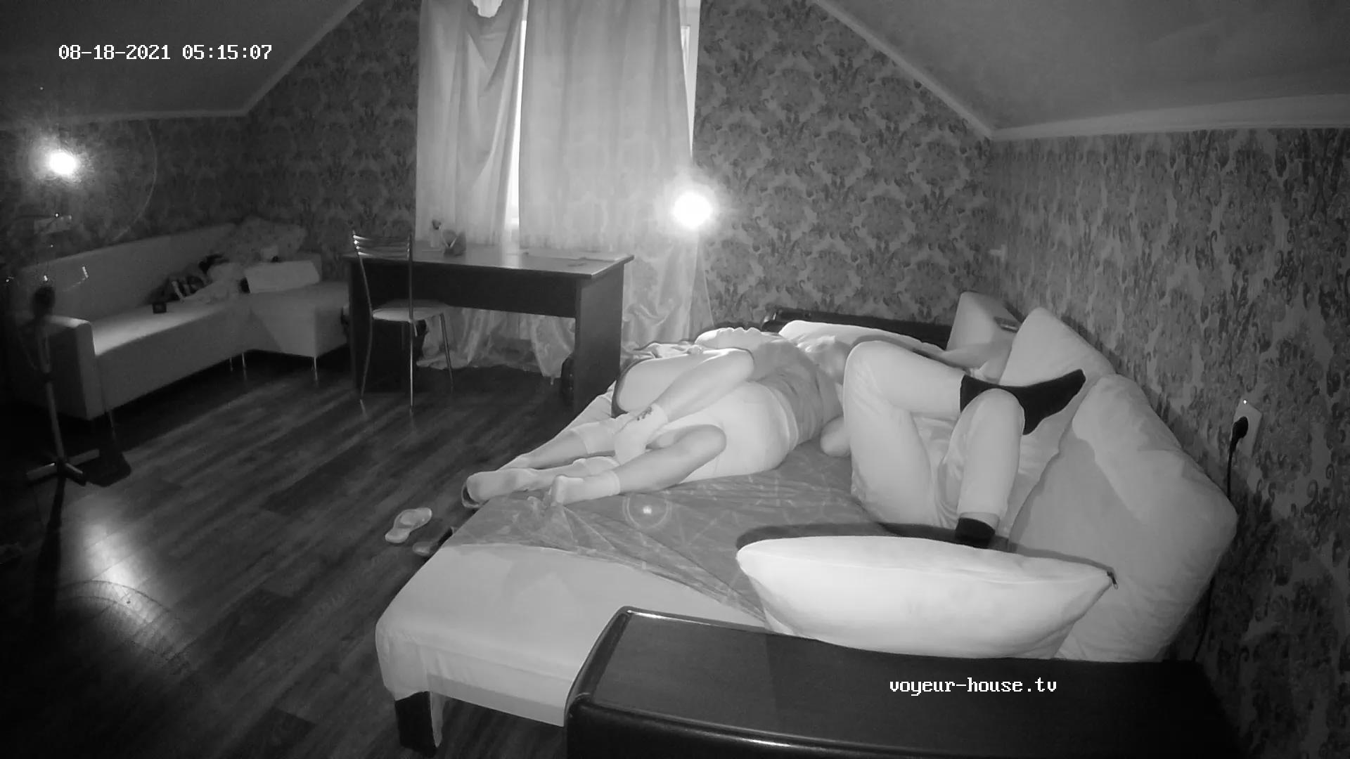 Guest girls make out Aug 18 cam 2