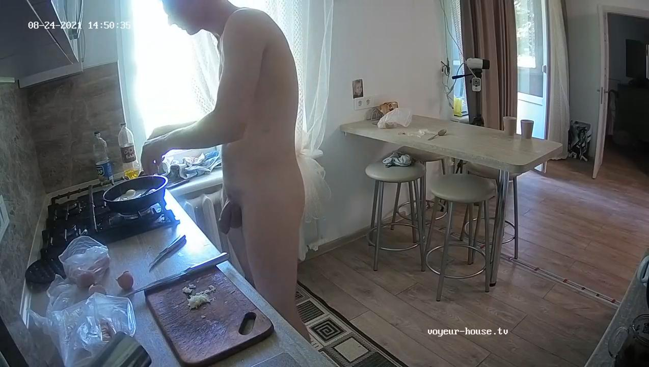 Elliot The Naked Chef 24 Aug 2021 cam 2