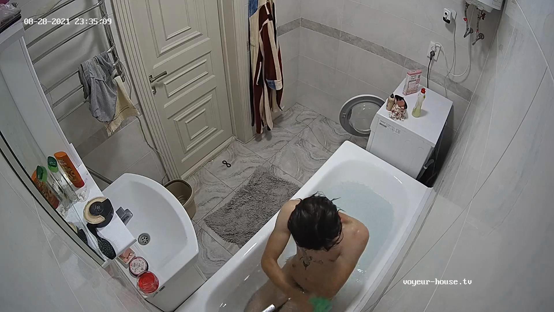 Bango evening bath 28 Aug 2021 cam 2