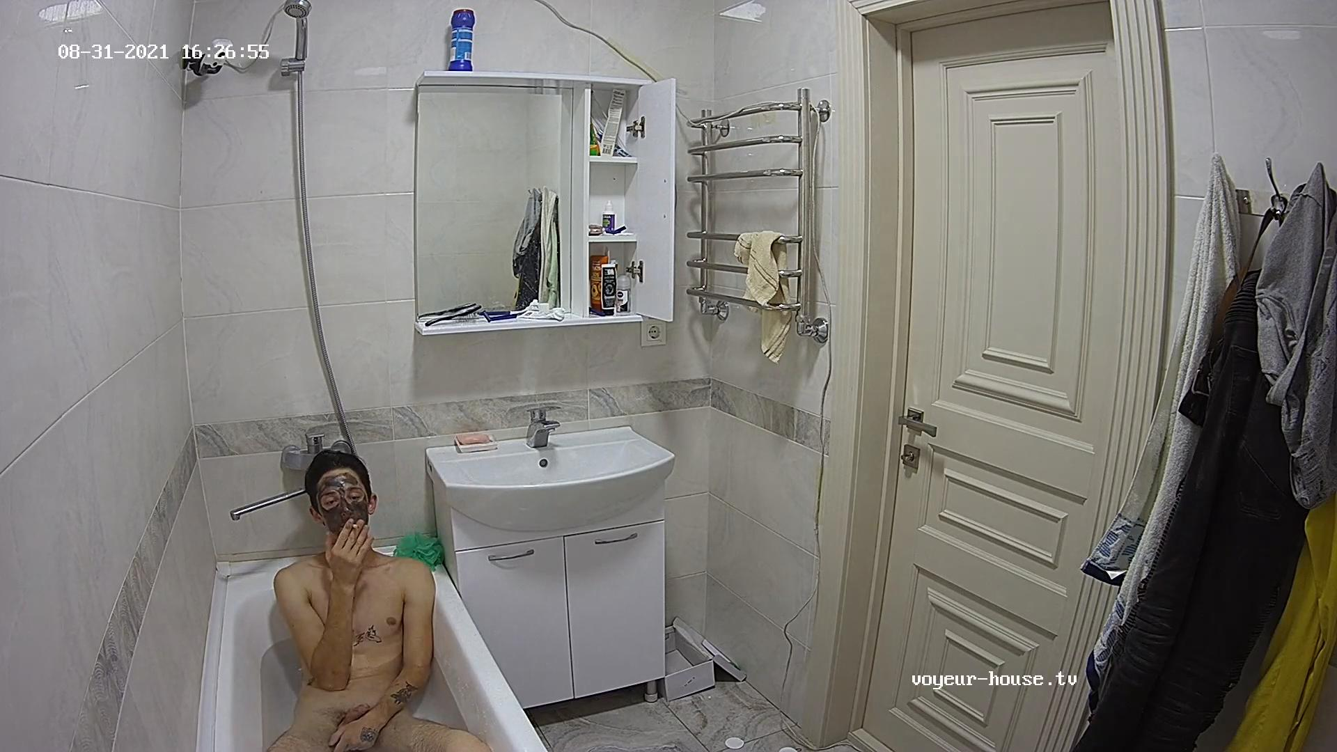 Bango jerking off in the bath 31 Aug 2021 cam 2