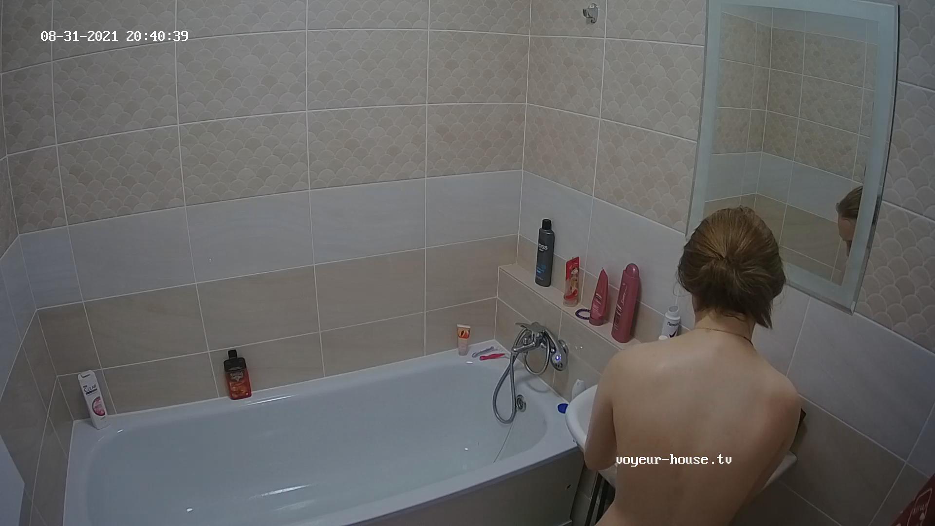 Katia takes a bath and shaves Aug31 21