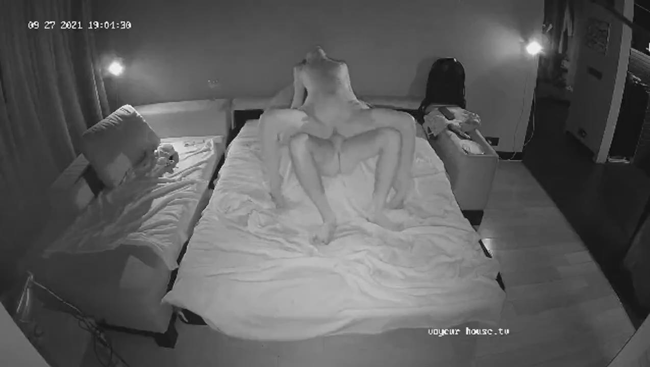 Capo Guest Guy couch sex Sep 27 2021 cam 2